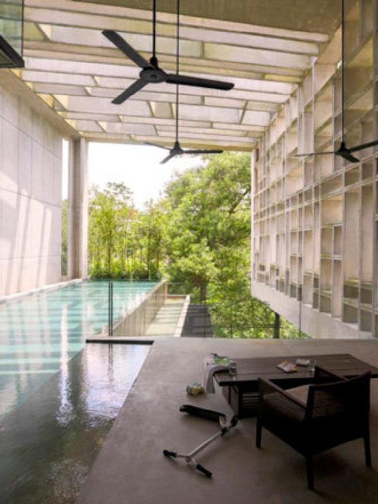 Een moderne verrassing middenin het tropische groen