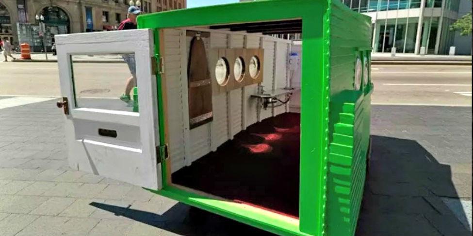 Je kunt nu het kleinste huis ter wereld huren - Kroonluchter pampille huis van de wereld ...